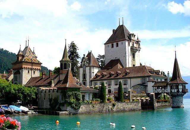 https://commons.wikimedia.org/wiki/File:Schloss_Oberhofen.jpg