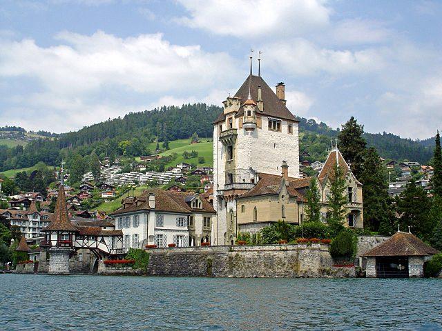 https://commons.wikimedia.org/wiki/File:Schloss_Oberhofen_(2007).jpg