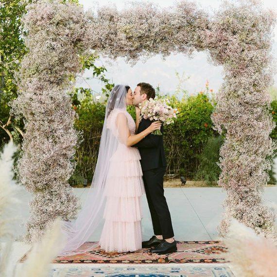060fd3ff9fea L abito da sposa rosa di Mandy Moore