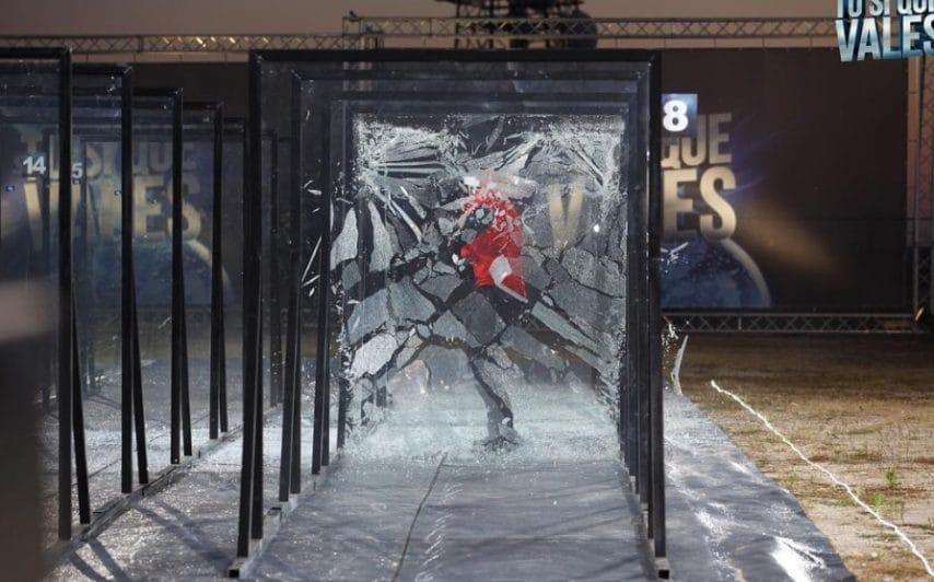 Man Mountain sfonda 15 muri di vetro