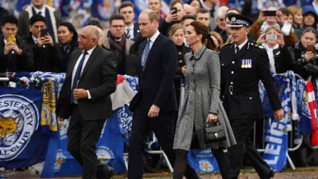 Kate Middleton con il cappotto pieddepoule all'evento a Leicester