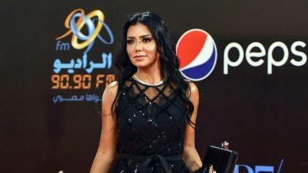 Rania Youssef, l'attrice egiziana che rischia il carcere per l'abito trasparente