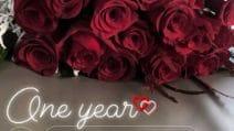 Valentino Rossi e Francesca Sofia Novello, rose rosse per il primo anno insieme