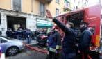 Incendio in un palazzo in via Melzo, a Milano: un anziano intossicato