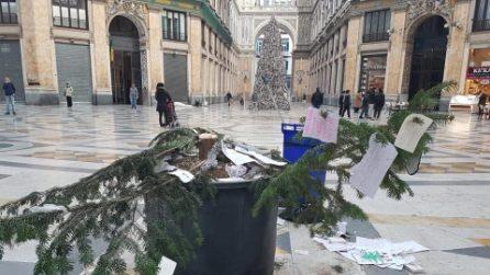 Napoli, rubato l'albero di Natale in Galleria Umberto