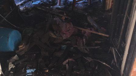 Napoli, a fuoco un appartamento: l'incendio provocato da una candela