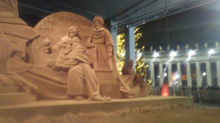 Inaugurato il presepe di sabbia in piazza San Pietro