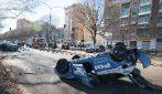Torino, l'auto dei giocatori della Juve Primavera si scontra con quella della polizia