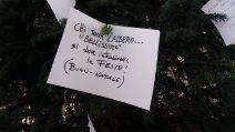 """Napoli, torna l'Albero di Natale in Galleria con una """"maledizione"""" per chi provi a rubarlo"""