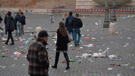 I tifosi dell'Eintracht Francoforte hanno ridotto così piazza del Popolo a Roma