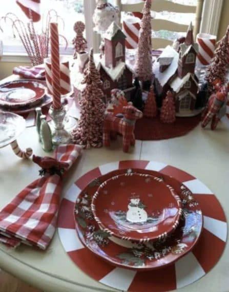Credit: http://hausgram.club/gartentische-mit-weihnachtsdekoration-25-ideen/
