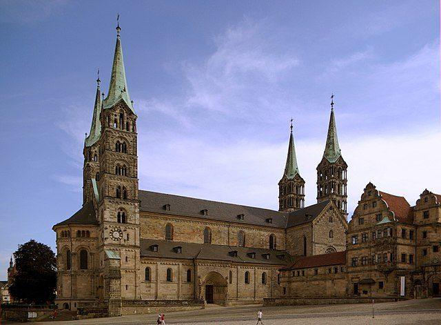 https://de.wikipedia.org/wiki/Bamberger_Dom#/media/File:Bamberger_Dom_BW_6.JPG