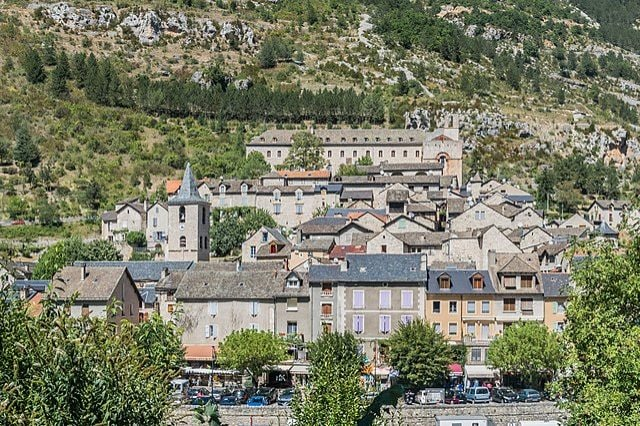 https://commons.wikimedia.org/wiki/File:View_of_Sainte-Enimie_03.jpg