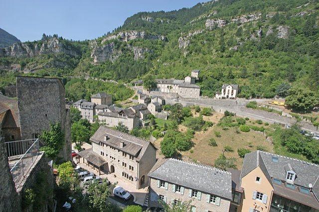 https://commons.wikimedia.org/wiki/File:Sainte-Enimie.JPG