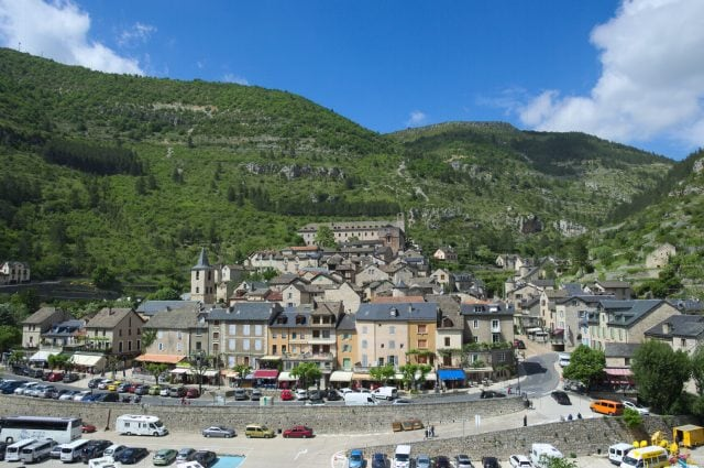 https://commons.wikimedia.org/wiki/File:Sainte-Enimie_-_Gorges_du_Tarn.png
