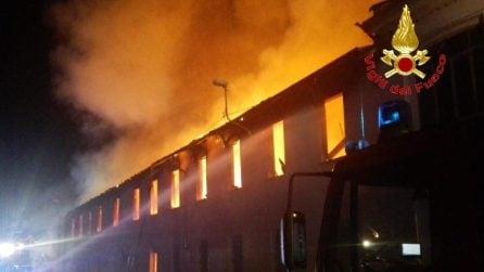 Incendio a Bovisio Masciago: in fiamme capannone abbandonato usato dai senzatetto: nessun ferito