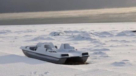 La neve arriva anche a mare: la spiaggia imbiancata in Salento