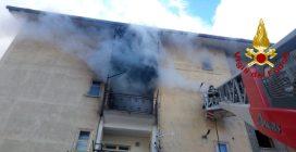 Due incendi in poche ore a Montoro: in fiamme un appartamento, poi un autolavaggio