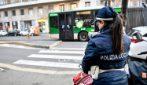 Milano, donna investita da uno scooter mentre attraversa sulle strisce: è grave