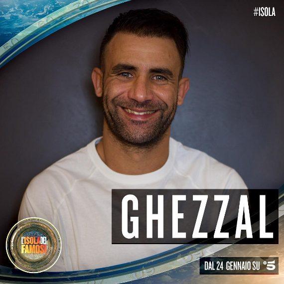 Nel corso della sua carriera sportiva, l'ex attaccante algerino ha giocato anche nella Serie A. Tra il 2008 e il 2010, infatti, ha militato nel Siena e nel Bari. Ha giocato poi in diverse altre squadre come Crotone, Biellese, Pro Sesto, Cesena, Levante, Latina, Parma e Como.