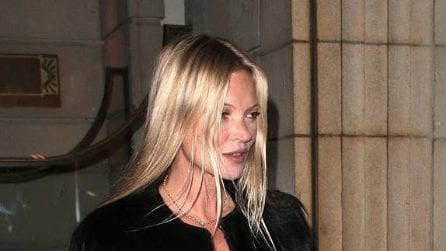 Kate Moss in total black per la festa dei 45 anni