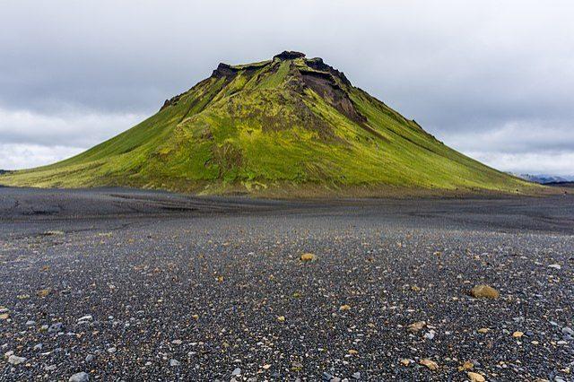 https://commons.wikimedia.org/wiki/File:Hattfell_from_Laugavegur_hiking_trail,_Iceland_12.jpg