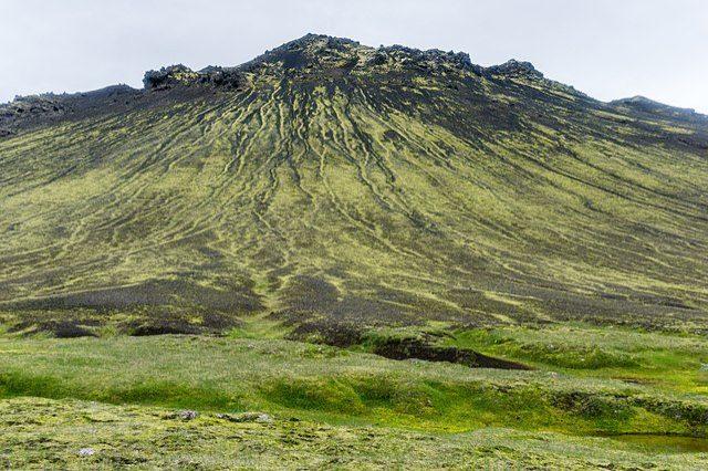 https://commons.wikimedia.org/wiki/File:Laugavegur_hiking_trail,_Iceland_09.jpg