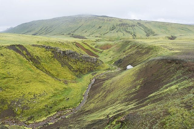 https://commons.wikimedia.org/wiki/File:Laugavegur_hiking_trail,_Iceland_11.jpg