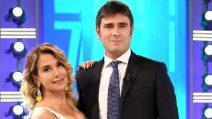 """Barbara D'Urso, il look bianco e giallo per """"Domenica Live"""""""