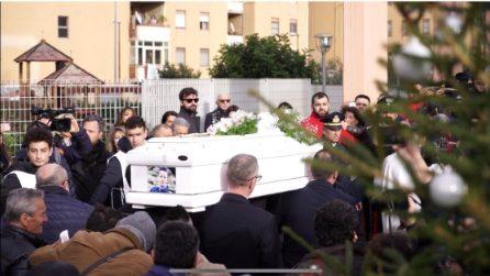 Bimbo ucciso di botte a Cardito, i funerali a Pompei
