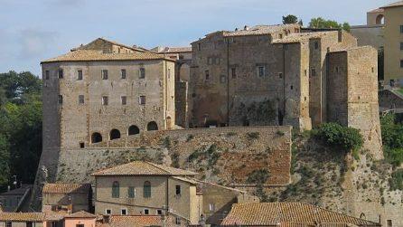 Sorano, il pittoresco borgo del tufo in Toscana