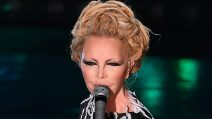 """Patty Pravo, i look """"alieni"""" per Sanremo 2019"""