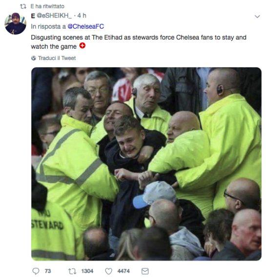 """""""Scene disgustose all'Etihad: steward costringono i fan del Chelsea a rimanere e guardare la partita"""" scrive questo utente su Twitter a mo' di sfotto'"""