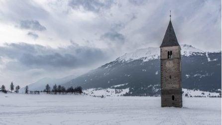 Il lago di Resia si ghiaccia e regala uno spettacolo unico