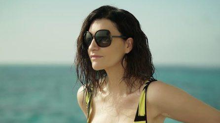 Laura Pausini in costume alle Maldive