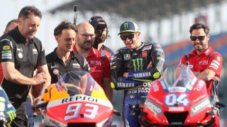MotoGP, la sbirciatina di Valentino Rossi a Honda e Ducati