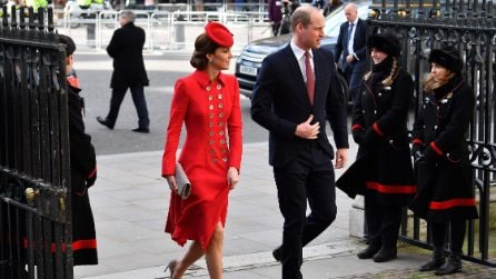 Kate Middleton in rosso, Meghan Markle in bianco per il Commonwealth day