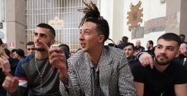 """Ghali presenta il nuovo singolo """"I love you"""" tra i detenuti del carcere di San Vittore a Milano"""