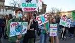 Cambiamenti climatici, oltre 100mila in piazza a Milano protestano nel segno di Greta Thunberg