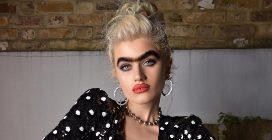 Sophia Hadjipanteli, la modella che spopola con il suo monociglio