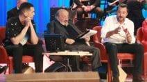 """Mahmood con la camicia """"aliena"""" al Maurizio Costanzo Show"""