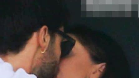 I baci tra Belen Rodriguez e Stefano De Martino a Napoli
