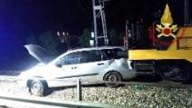 Erba, incidente al passaggio a livello: schianto di un locomotore contro un'auto
