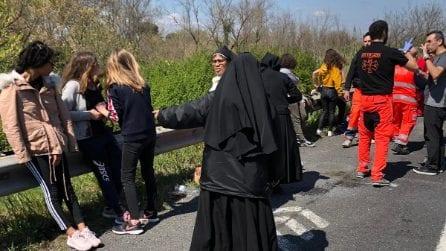 Incidente sull'Autostrada A1, si ribalta un pulmino con a bordo bambini