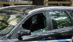 Milano, 46enne vittima di un agguato in pieno centro: gli sparano mentre è in auto. È gravissimo
