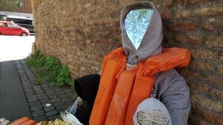 """Manichino con giubbotto salvagente a Roma: Canz-52: """"Dramma dei morti in mare è problema di tutti"""""""