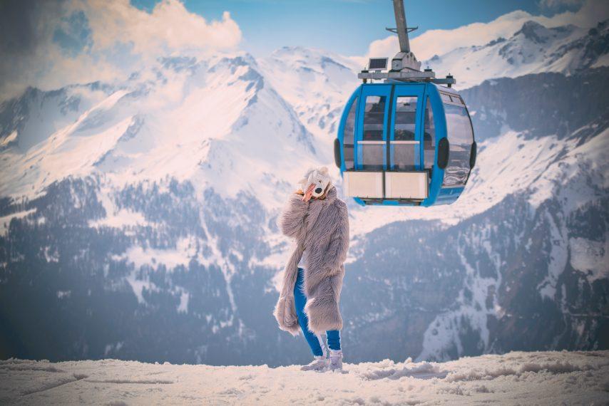 Si è sempre sentito parlare molto bene del Caprices Festival, per la sua organizzazione, la sua qualità musicale ma soprattutto per le location mozzafiato tra la neve e la natura incontaminata delle Alpi svizzere, eppure nessuna parola è riuscita a rendere davvero quanto sia speciale questo evento.