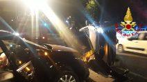 Schianto tra due auto sulla Variante di Avellino: una vettura si ribalta, ferita una donna