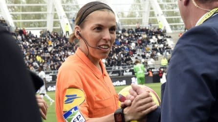Stephanie Frappart, il primo arbitro donna della Francia