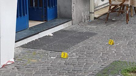 Napoli, agguato in pieno giorno, ferite 3 persone: anche una bambina